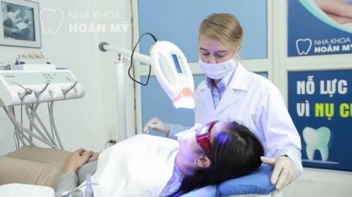 Tẩy trắng răng bằng laser – Giải pháp tối ưu cho hàm răng xỉn màu