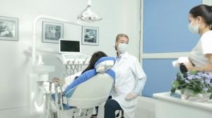 Laser whitening tẩy trắng răng có đau không