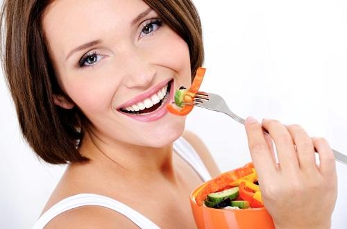 Bạn nên ăn gì sau khi tẩy trắng răng