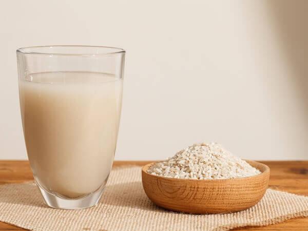 Mẹo làm trắng răng bằng nước vo gạo cực đơn giản 1
