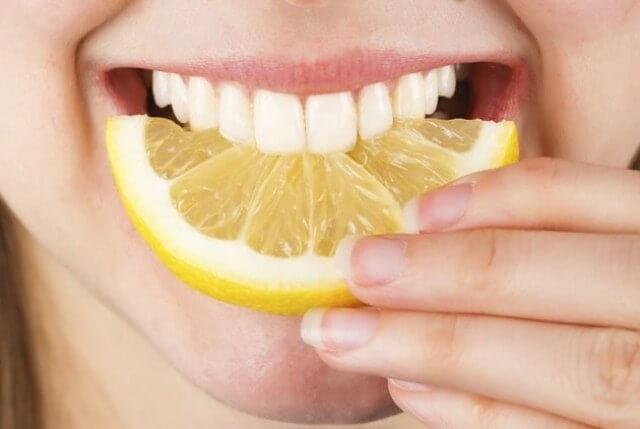 Bất ngờ với hiệu quả tẩy trắng răng bằng chanh cực đơn giản