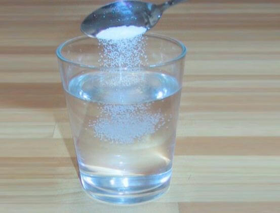 Pha nước muối theo tỉ lệ thích hợp