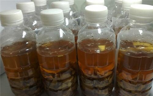 Ngâm rượu với lá cây lược vàng sẽ trở thành vị thuốc chữa viêm nha chu
