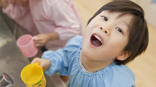 Trẻ bị hôi miệng – Nguyên nhân và cách khắc phục TRIỆT ĐỂ nhất 2